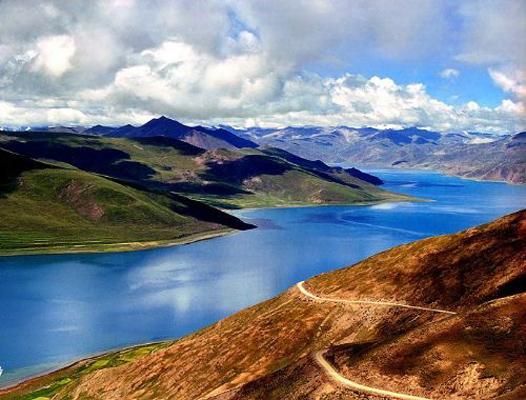 ヤムドゥク湖(羊卓雍湖)