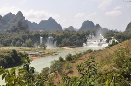 中国長寿の里「巴馬」・アジア一の国境瀑布「徳天大瀑布」と友誼関を訪ねる 5日間
